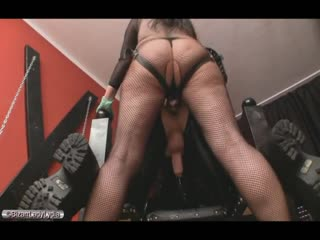 Lady Lydia uses her strapon to fuck slave's ass