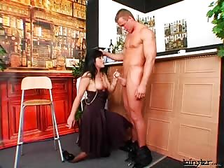 She get horny with the bar man