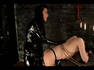 Black latex mistress anal fucked her slave