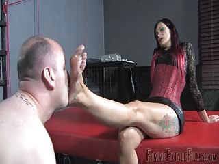 Red head domina foot worshiping and face sitting session