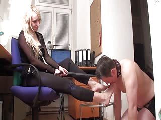 Blonde tranny's feet pampered