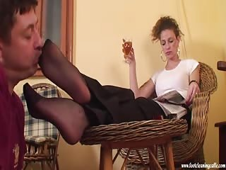 The sticky feet of his mistress