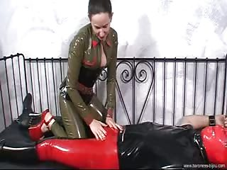 Baroness Bijou uses cum extractor to milked slave