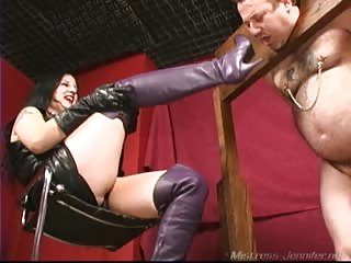 Restrained slave punished in ball busting