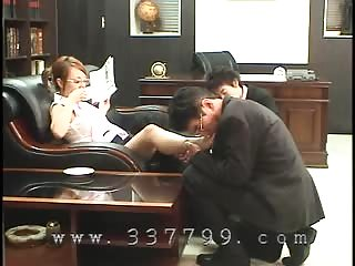 Asian mistress orally serve in the office