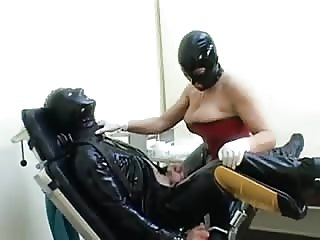 Latex slave asshole stretched with mistress strapon